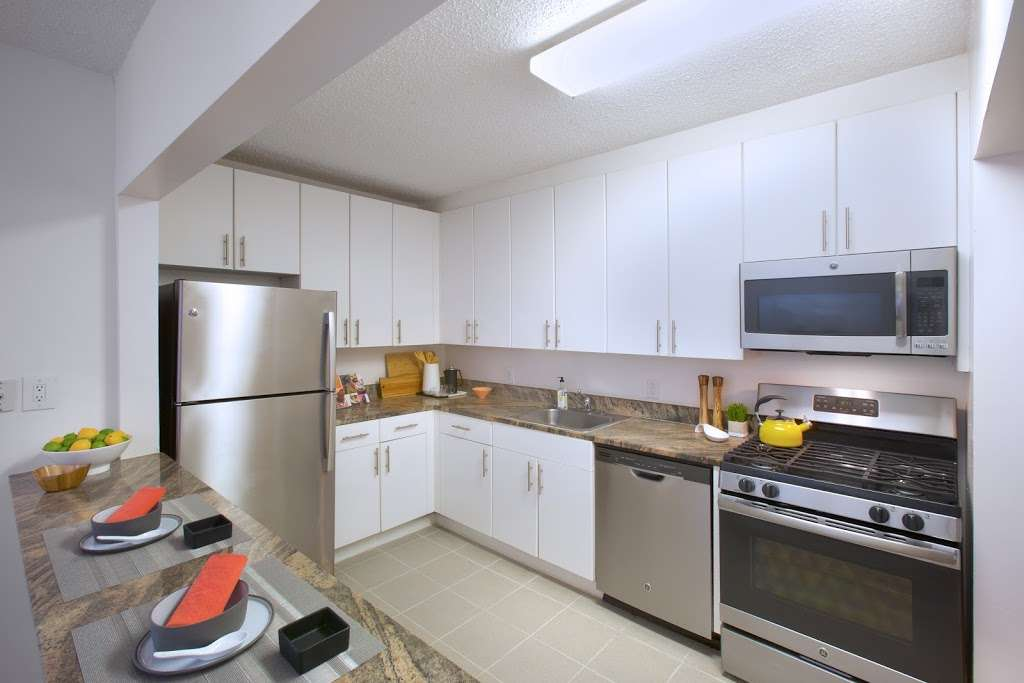 Southampton at Newport - real estate agency  | Photo 2 of 9 | Address: 20 River Ct, Jersey City, NJ 07310, USA | Phone: (844) 388-6913