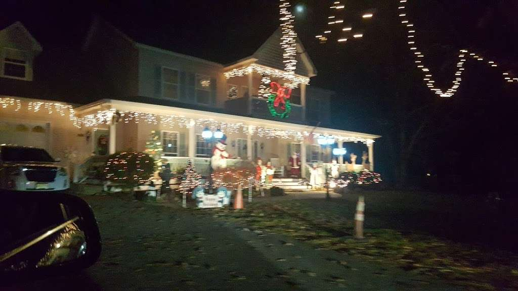 Christmas lights Drive Through - campground  | Photo 5 of 10 | Address: 2263 Vermont Ave, Toms River, NJ 08755, USA