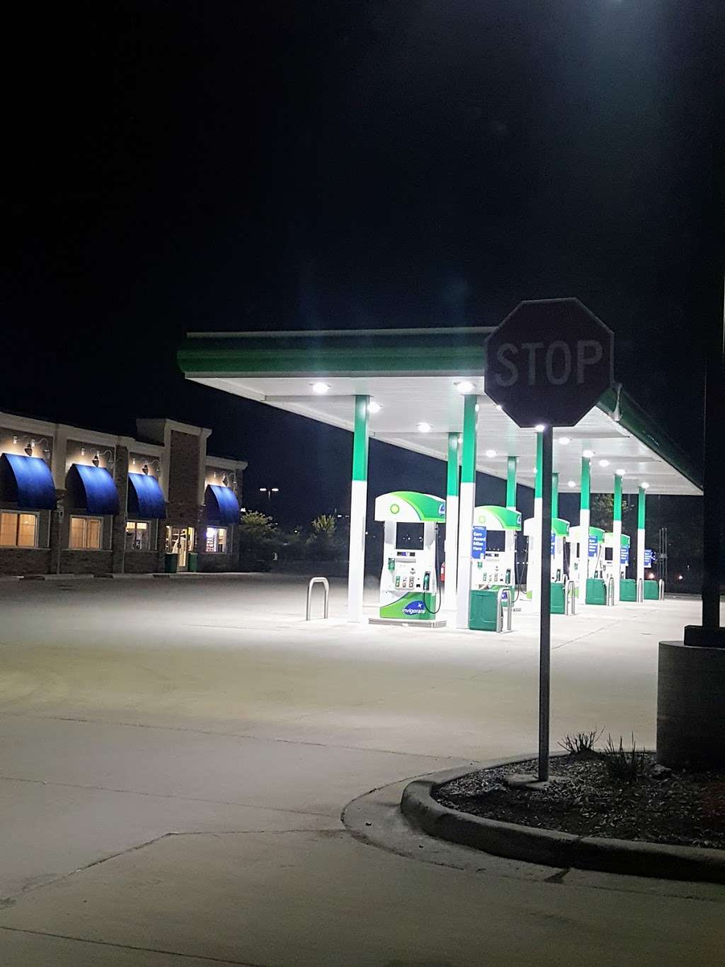 BP Oasis by 59 - gas station  | Photo 4 of 4 | Address: 4665 Hoffman Blvd, Hoffman Estates, IL 60192, USA | Phone: (224) 802-2119