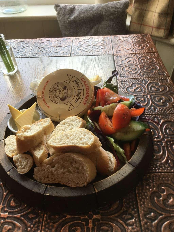 The Bright Star Pub - restaurant  | Photo 2 of 10 | Address: Kimpton Road, Peters Green, Luton LU2 9QP, UK | Phone: 01438 832351