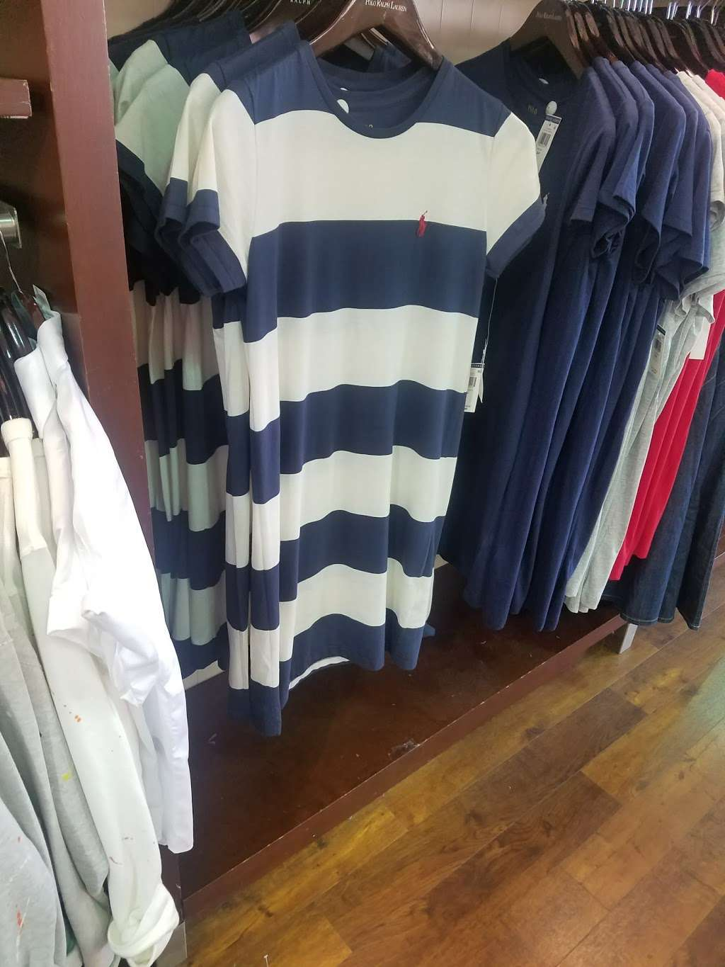 Polo Ralph Lauren Factory Store - clothing store    Photo 8 of 10   Address: 203 Outlet Center Dr, Queenstown, MD 21658, USA   Phone: (410) 827-5039