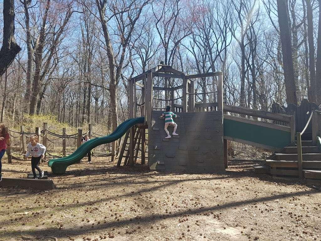 Flat Rock Brook Nature Center - park  | Photo 3 of 10 | Address: 288 Jones Rd, Englewood, NJ 07631, USA