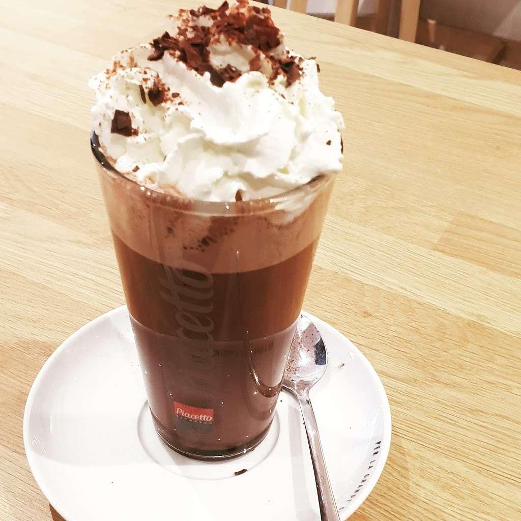 Jess and the beanstalk - cafe  | Photo 7 of 10 | Address: 19Manor, Green road, Epsom KT19 8RA, UK | Phone: 01372 877071