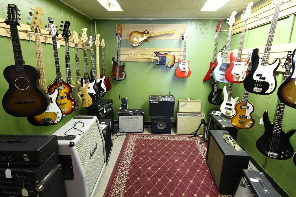 Fort Wayne Guitar Exchange - electronics store  | Photo 3 of 10 | Address: 1517 N Wells St, Fort Wayne, IN 46808, USA | Phone: (260) 423-6400