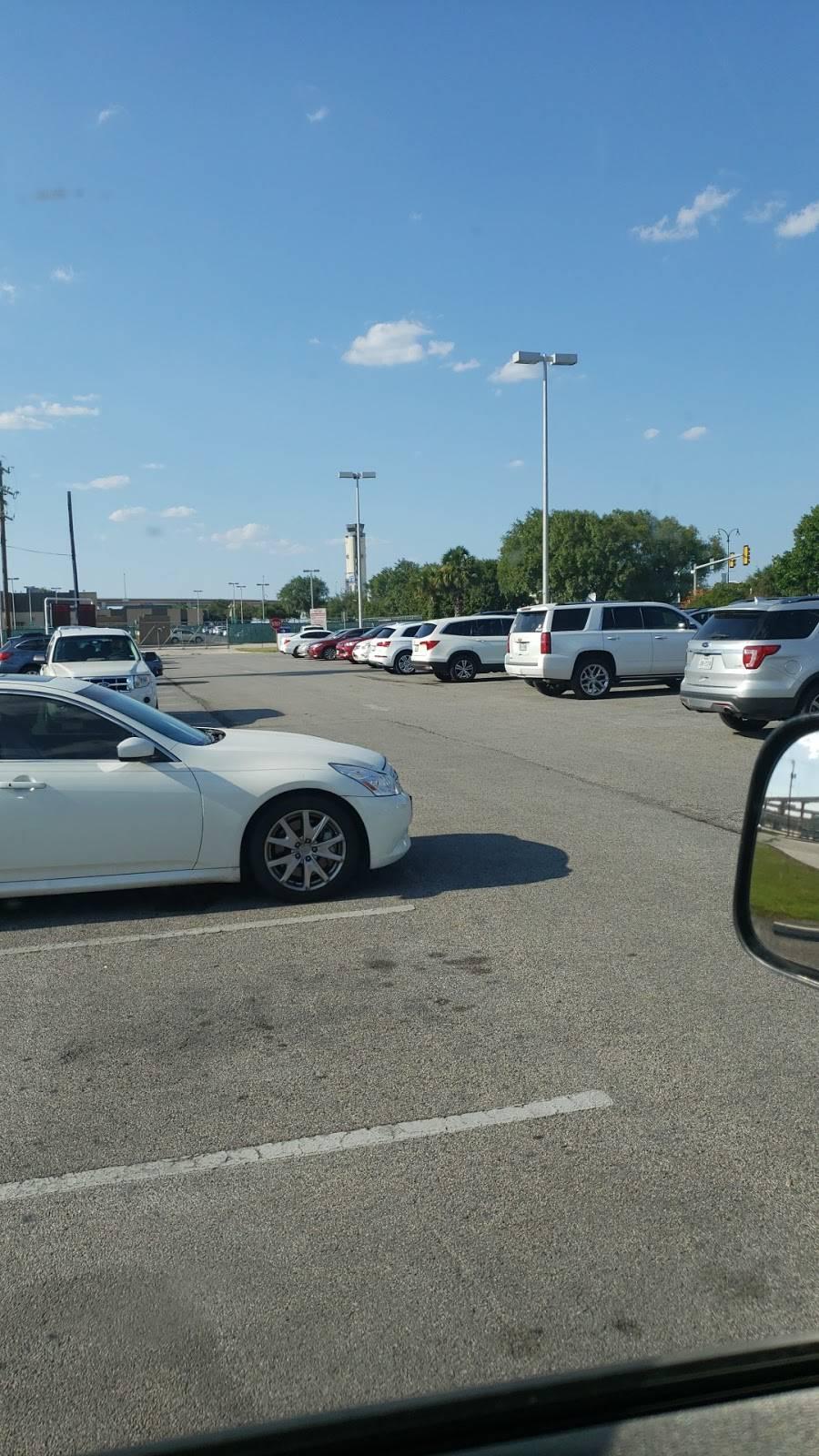 Cell Phone Waiting Lot - parking  | Photo 7 of 8 | Address: Airport Blvd, San Antonio, TX 78216, USA | Phone: (210) 207-3433