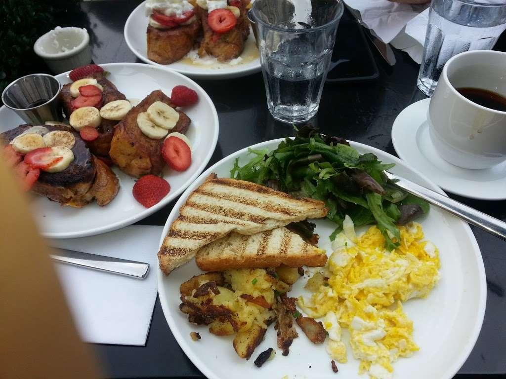 Vintage 61 - restaurant  | Photo 2 of 10 | Address: 233-235 Front St, New York, NY 10038, USA | Phone: (212) 346-9090