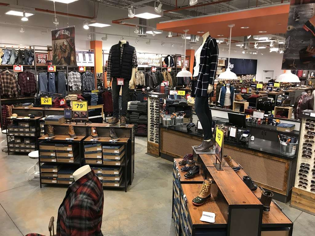 Bass Factory Outlet, 5422 New Fashion