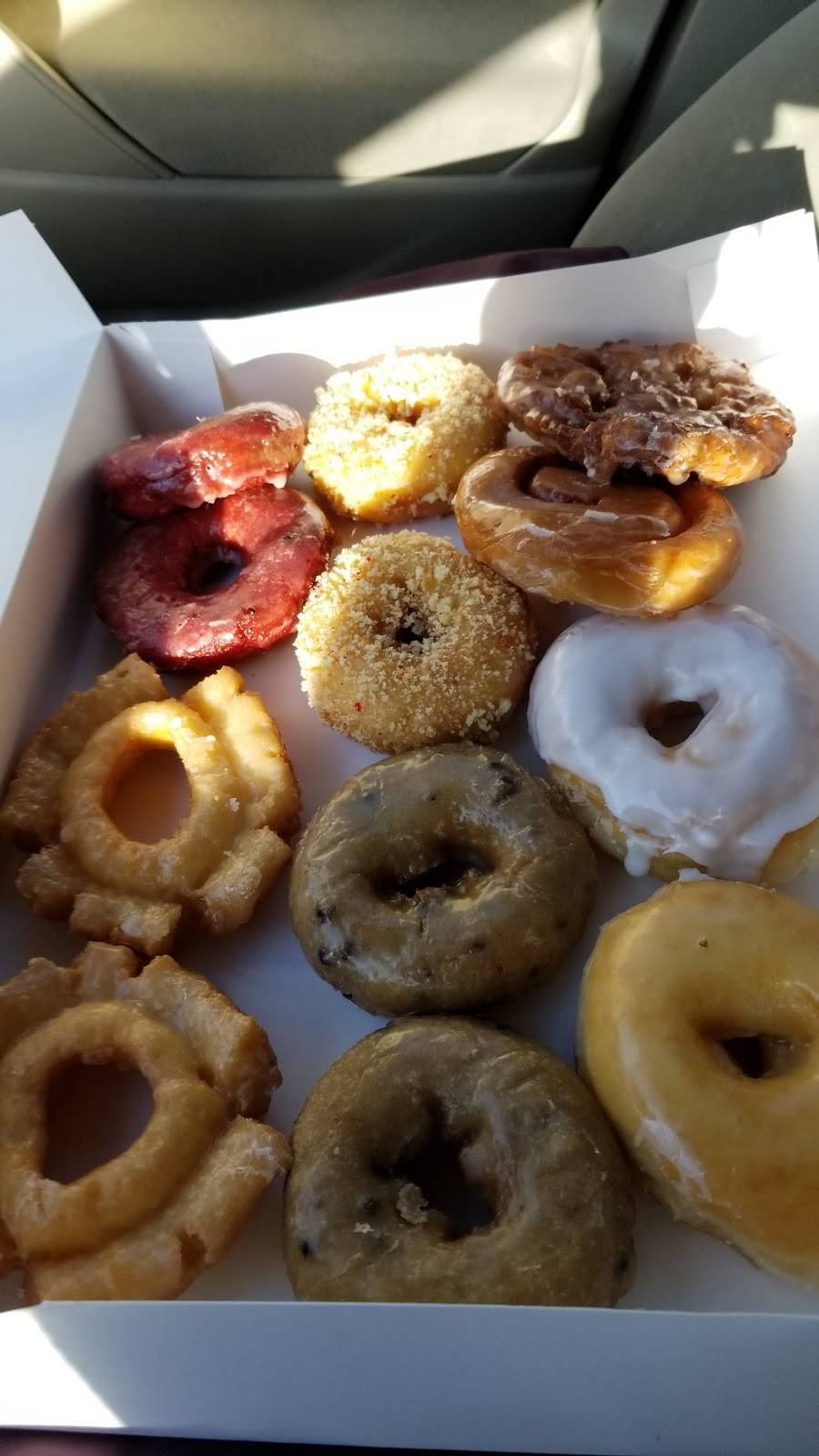 Fort Worth Donuts - bakery  | Photo 6 of 7 | Address: 1612 South Fwy, Fort Worth, TX 76104, USA | Phone: (817) 922-9492