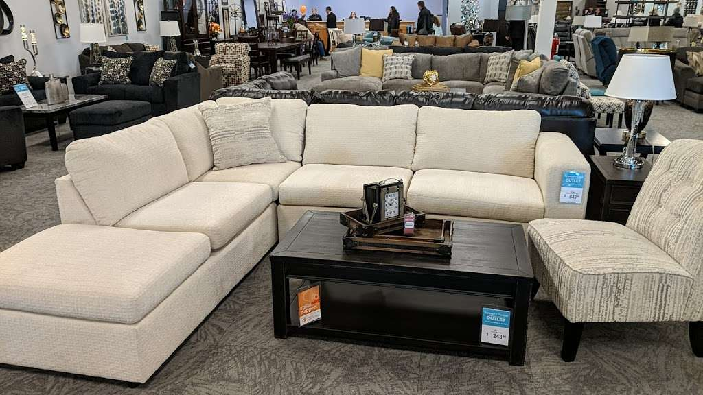 Raymour & Flanigan Furniture and Mattress Outlet - furniture store    Photo 3 of 10   Address: 7 Route 9 S, Manalapan, NJ 07726, USA   Phone: (732) 252-1980