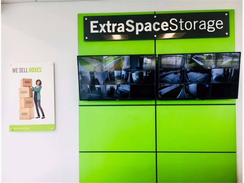 Extra Space Storage - moving company  | Photo 5 of 10 | Address: 5400 S West Shore Blvd, Tampa, FL 33611, USA | Phone: (813) 534-4475