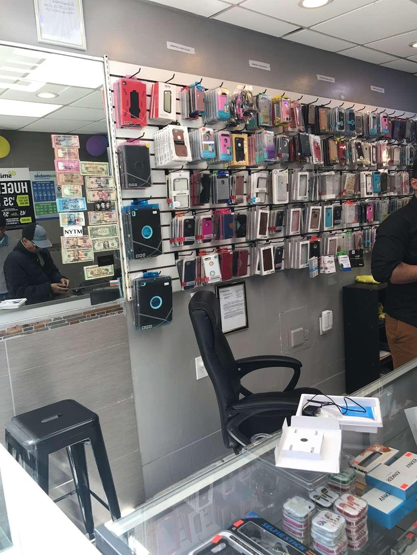 36 Mobile Station - store  | Photo 5 of 10 | Address: 2905 36th Ave, Long Island City, NY 11106, USA | Phone: (718) 361-0500