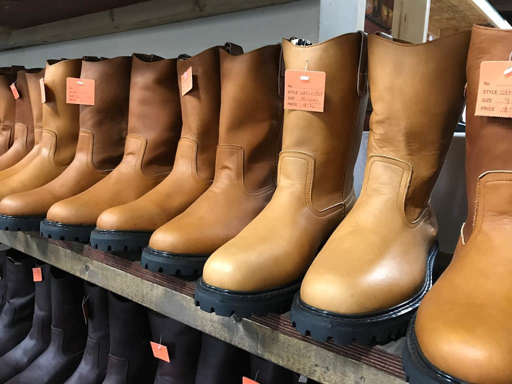 El Corral Western Boots - clothing store  | Photo 7 of 10 | Address: 11117 Harry Hines Blvd Suite 120, Dallas, TX 75229, USA | Phone: (469) 687-0082