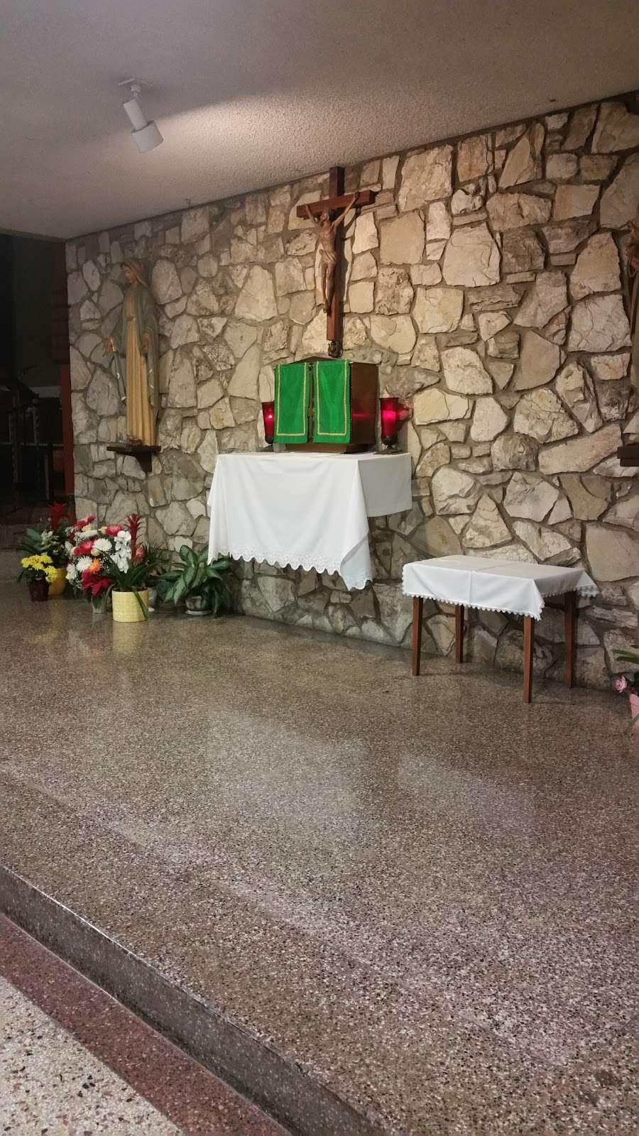 St. Catherine Laboure Church - church  | Photo 2 of 10 | Address: 3846 Redondo Beach Blvd, Torrance, CA 90504, USA | Phone: (310) 323-8900