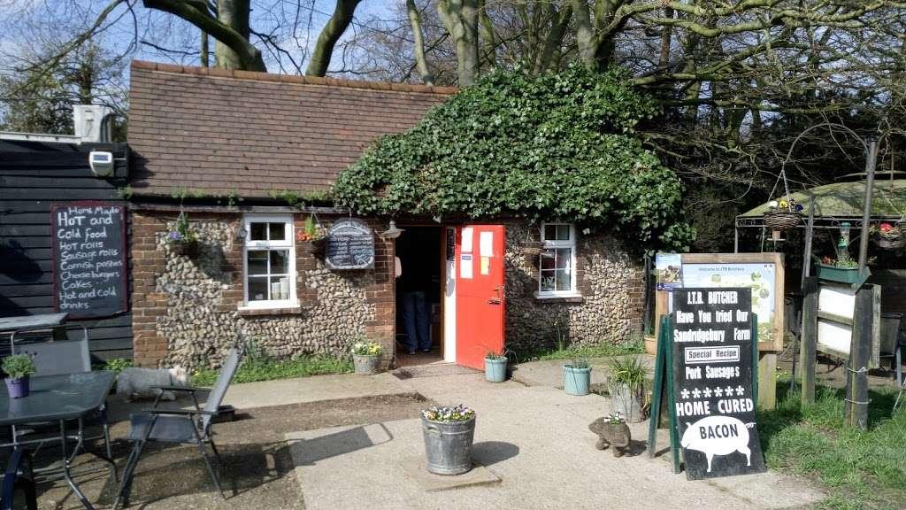 J T B Butchers - store  | Photo 1 of 4 | Address: Sandridgebury Ln, Sandridgebury Farm, St Albans AL3 6JB, UK | Phone: 01727 852152