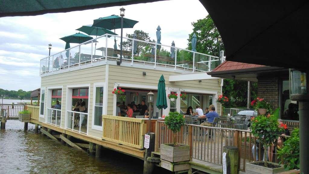 Mikes Restaurant & Crabhouse - restaurant  | Photo 3 of 10 | Address: 3030 Riva Rd, Riva, MD 21140, USA | Phone: (410) 956-2784
