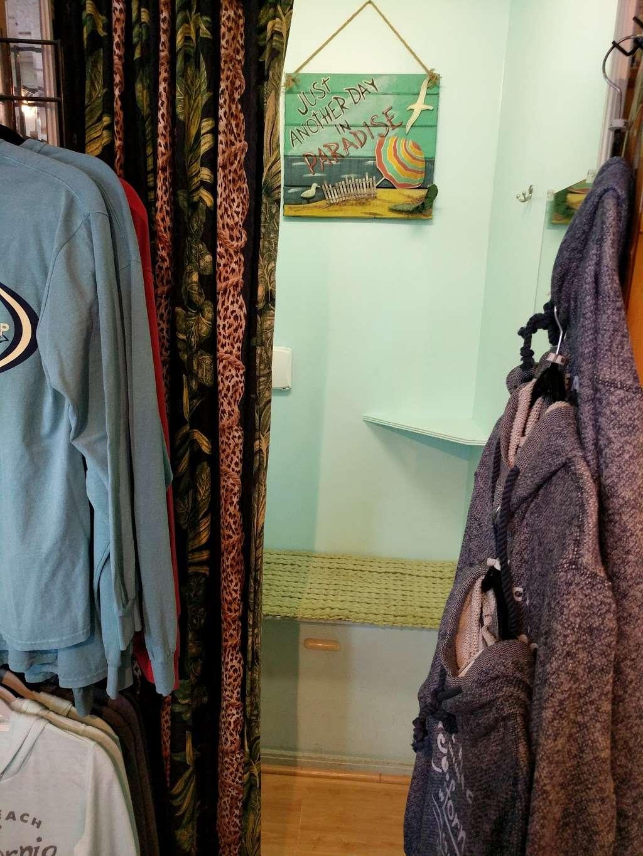 S B Shoppe - clothing store  | Photo 4 of 5 | Address: 116 Main St, Seal Beach, CA 90740, USA | Phone: (562) 598-0380