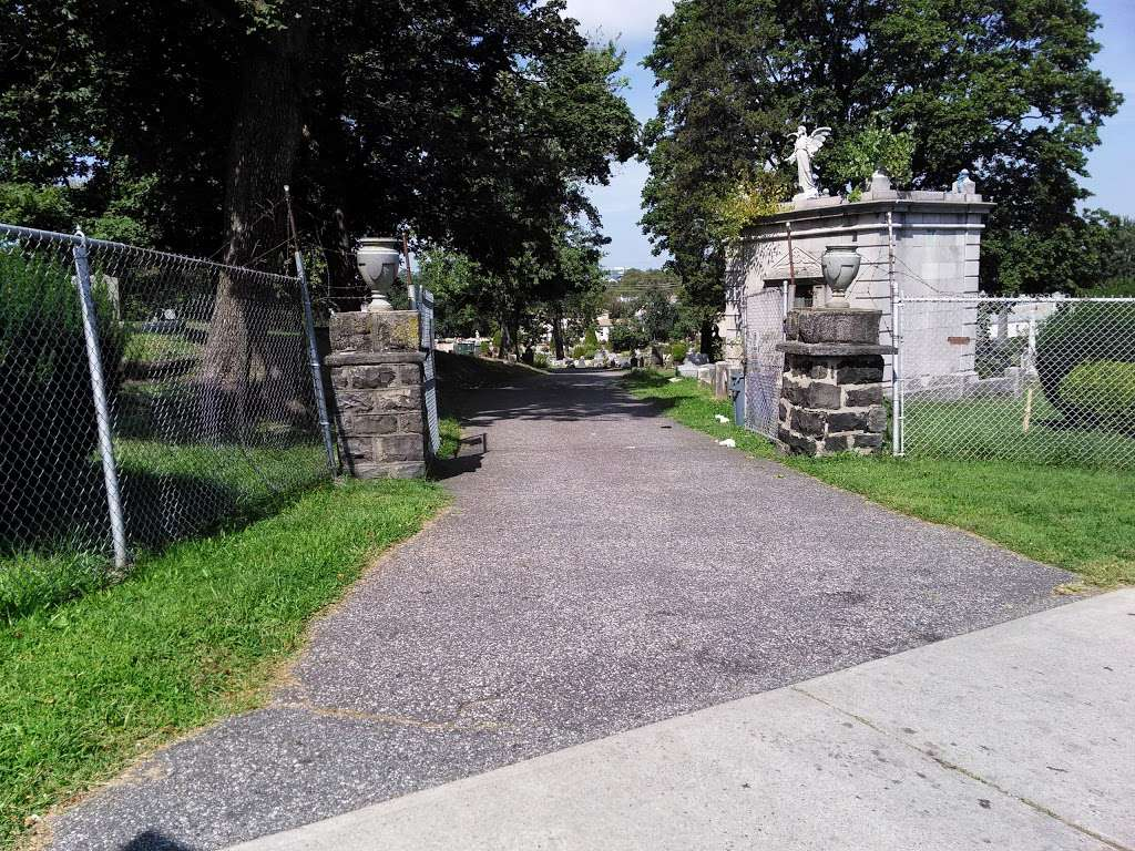 Palisades Cemetery - cemetery  | Photo 4 of 8 | Address: North Bergen, NJ 07047, USA | Phone: (201) 867-0151
