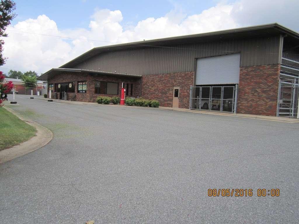 S&R Auto and Truck Salvage - car repair  | Photo 9 of 10 | Address: 1420 W Craighead Rd, Charlotte, NC 28206, USA | Phone: (704) 597-1085
