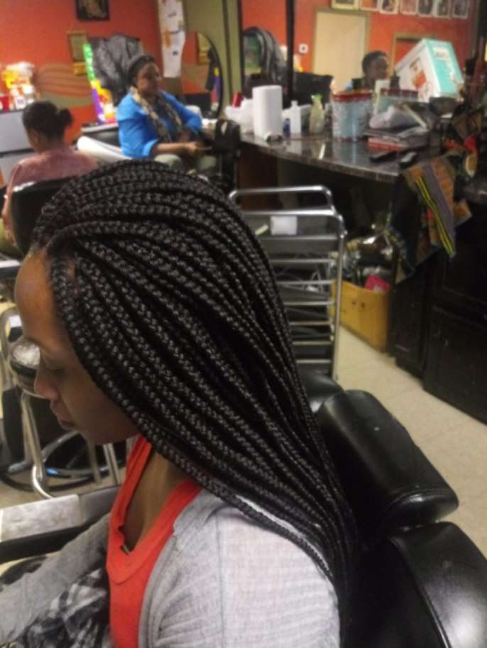 Manoro's African Hair Braiding - hair care  | Photo 9 of 10 | Address: 6454 S Cottage Grove Ave, Chicago, IL 60637, USA | Phone: (773) 667-8886