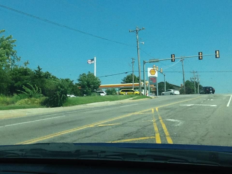 Shell - gas station  | Photo 3 of 4 | Address: 10900 N MacArthur Blvd, Oklahoma City, OK 73162, USA | Phone: (405) 722-0318
