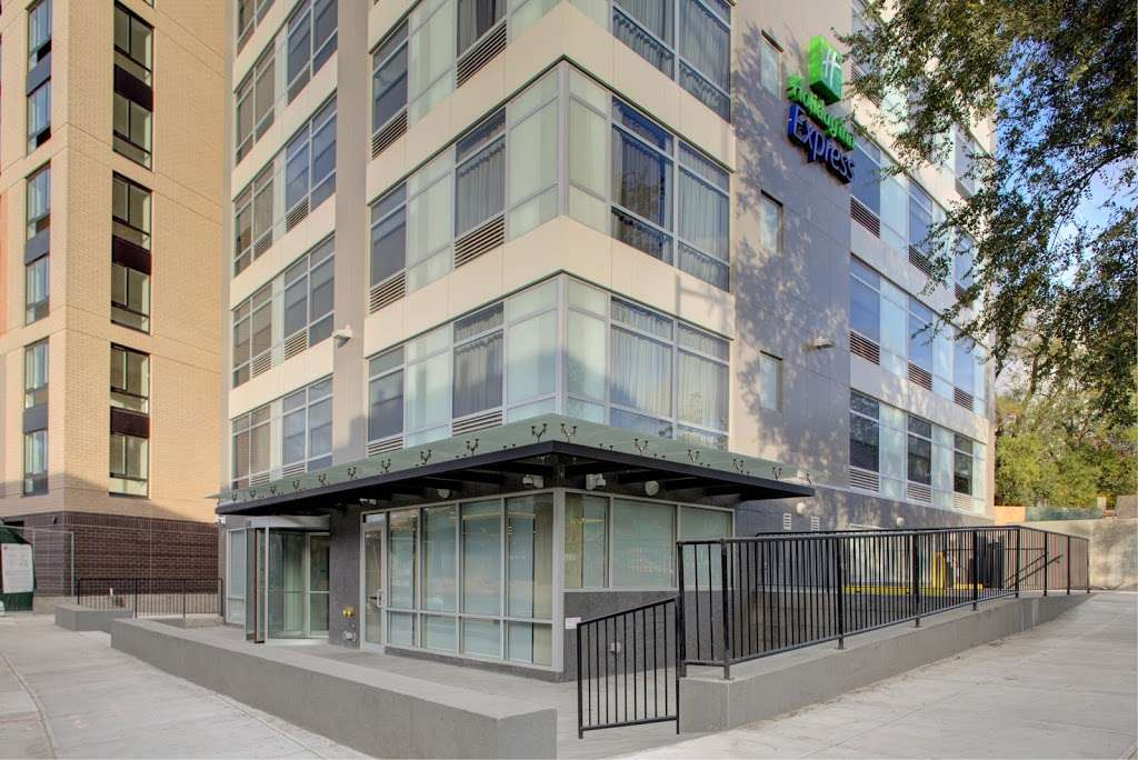 Holiday Inn Express Bronx NYC - Stadium Area - lodging  | Photo 1 of 10 | Address: 500 Exterior Street, Bronx, NY 10451, USA | Phone: (347) 202-6140
