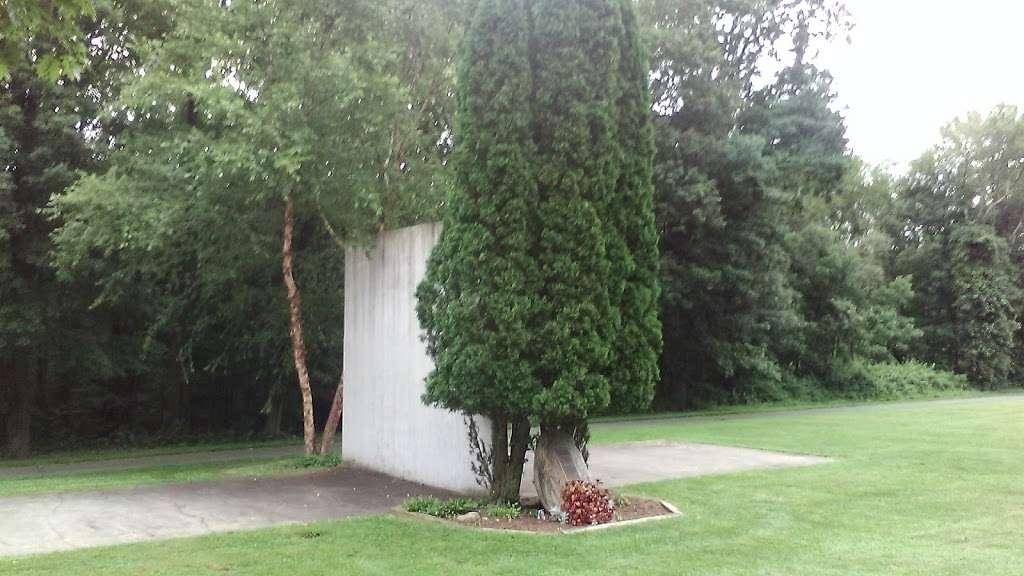 Craig Allen Fitch Sport Court - park    Photo 1 of 1   Address: Bridgewater Common, Bridgewater, CT 06752, USA