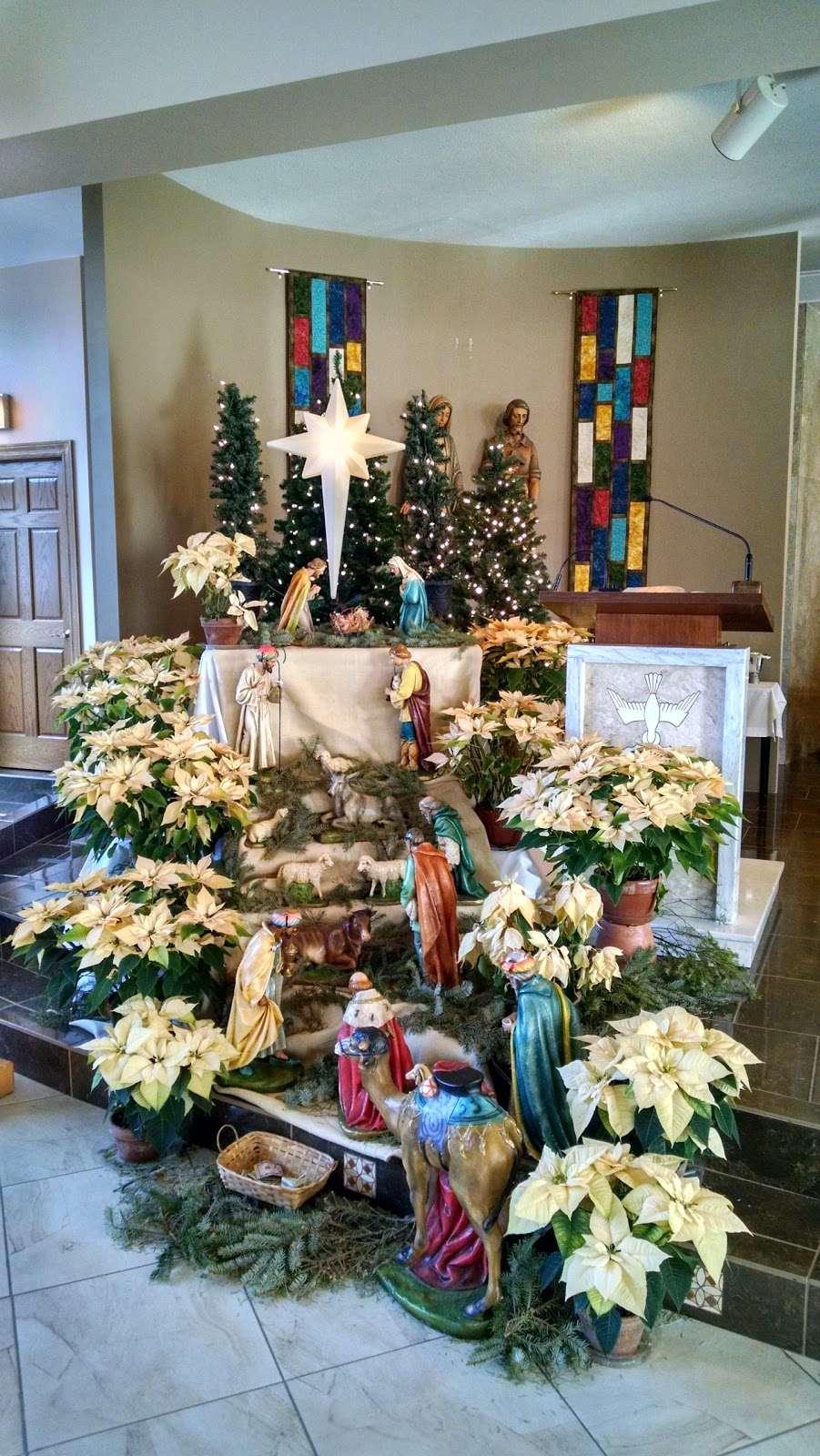 Divine Savior Catholic Church - church  | Photo 6 of 10 | Address: 7740 W Montrose Ave, Harwood Heights, IL 60706, USA | Phone: (708) 456-9000