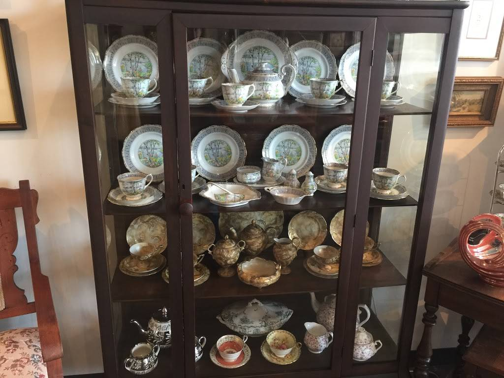 Michelles Antiques Inc. - home goods store    Photo 7 of 10   Address: 3710 Main St #104, Niagara Falls, ON L2G 6B1, Canada   Phone: (289) 296-0000