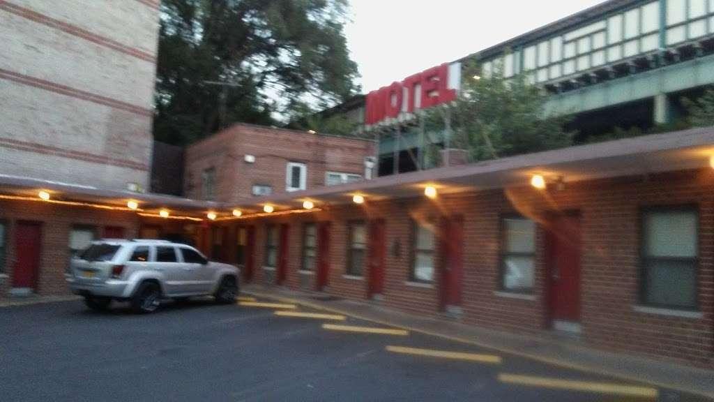 Hutchinson Whitestone Motel - lodging  | Photo 3 of 10 | Address: 2815 Westchester Ave, The Bronx, NY 10461, USA | Phone: (718) 824-5840