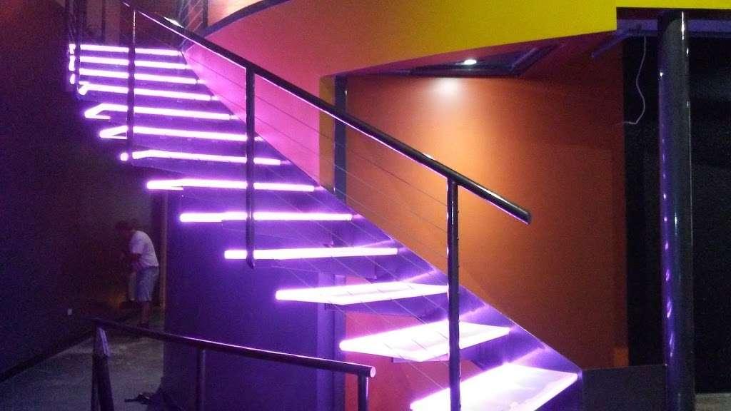 The Mansion Nightclub - night club    Photo 4 of 10   Address: 3801 W Lake St, Stone Park, IL 60165, USA   Phone: (708) 223-8605