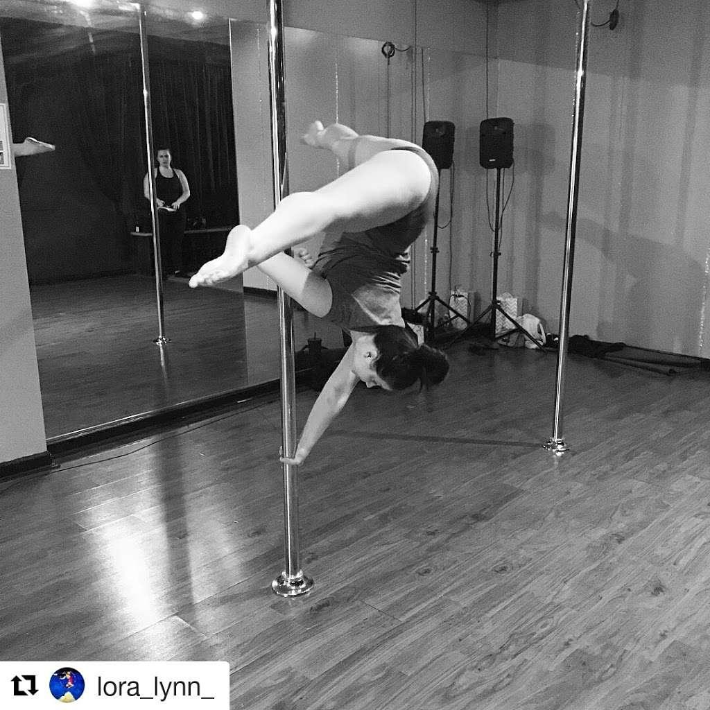 Foxy Fitness Studio & Pole - gym  | Photo 4 of 10 | Address: 8010 W Colonial Dr Ste #130, Orlando, FL 32818, USA | Phone: (407) 253-2369