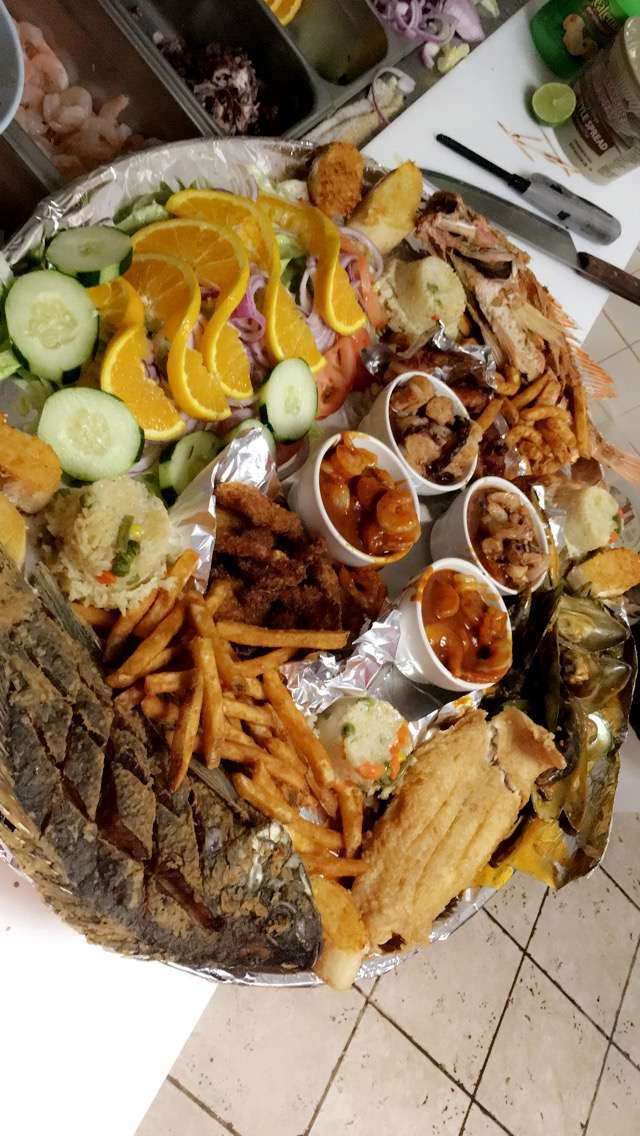 Mariscos El Malecon - restaurant  | Photo 1 of 10 | Address: 9706 S Commercial Ave, Chicago, IL 60617, USA | Phone: (872) 901-0642