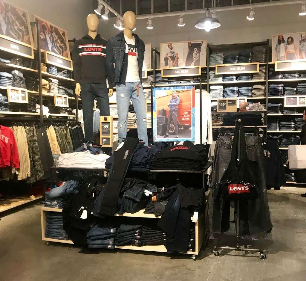 Levis Outlet Store at Jersey Gardens - clothing store  | Photo 4 of 9 | Address: 651 Kapkowski Rd #1224, Elizabeth, NJ 07201, USA | Phone: (908) 289-2233
