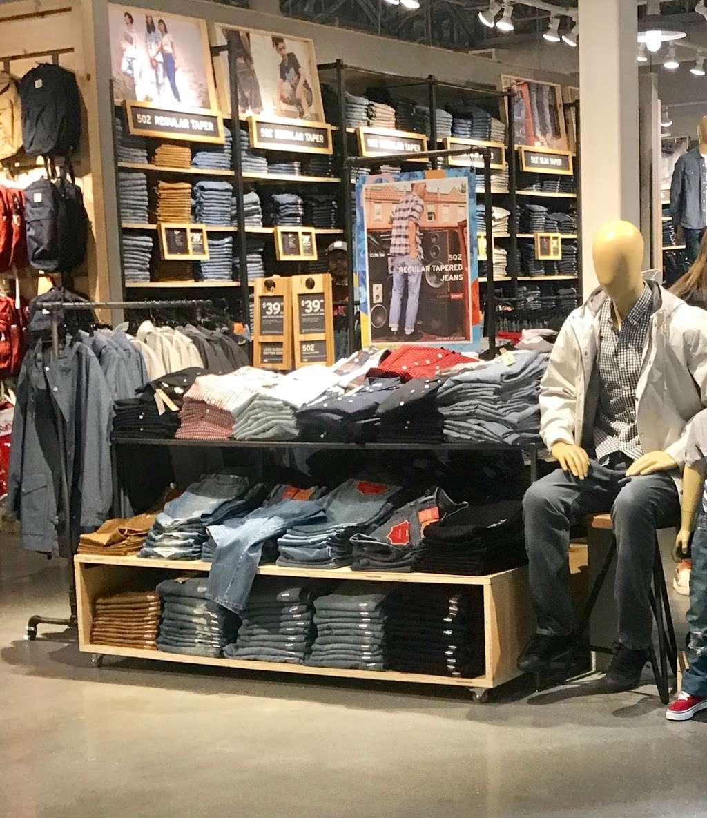 Levis Outlet Store at Jersey Gardens - clothing store  | Photo 5 of 9 | Address: 651 Kapkowski Rd #1224, Elizabeth, NJ 07201, USA | Phone: (908) 289-2233
