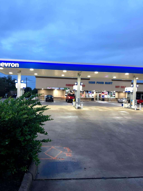 CHEVRON - SENS FOOD MART - convenience store  | Photo 8 of 10 | Address: 1444 Sens Rd, La Porte, TX 77571, USA | Phone: (281) 470-2700