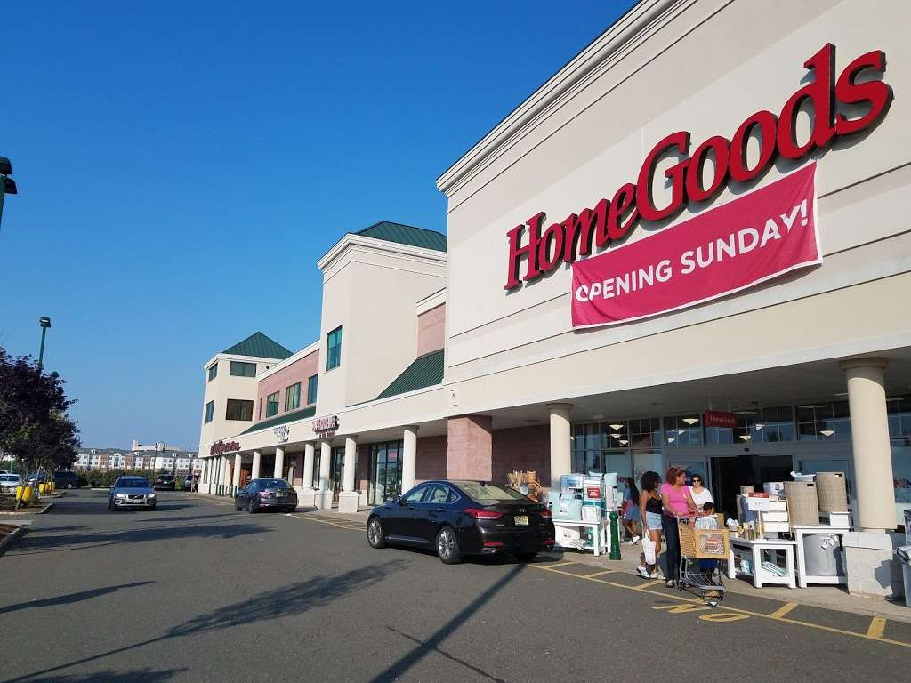 HomeGoods - department store  | Photo 9 of 10 | Address: 110 Lefante Way, Bayonne, NJ 07002, USA | Phone: (201) 339-2301