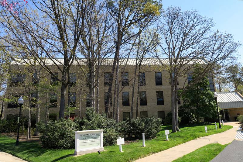 Podiatry - VHC Physician Group - hospital  | Photo 8 of 8 | Address: 1600 N Beauregard St #300, Alexandria, VA 22311, USA | Phone: (703) 940-3810