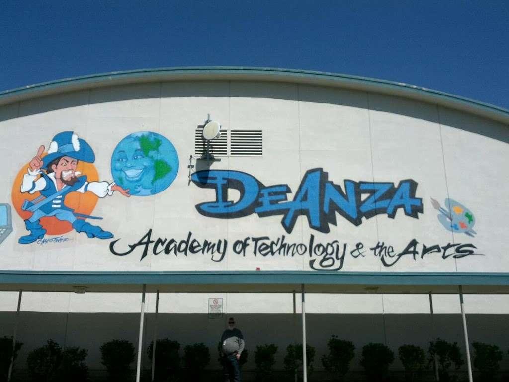 De Anza DATA Middle School - school  | Photo 4 of 8 | Address: 2060 Cameron St, Ventura, CA 93001, USA | Phone: (805) 641-5165
