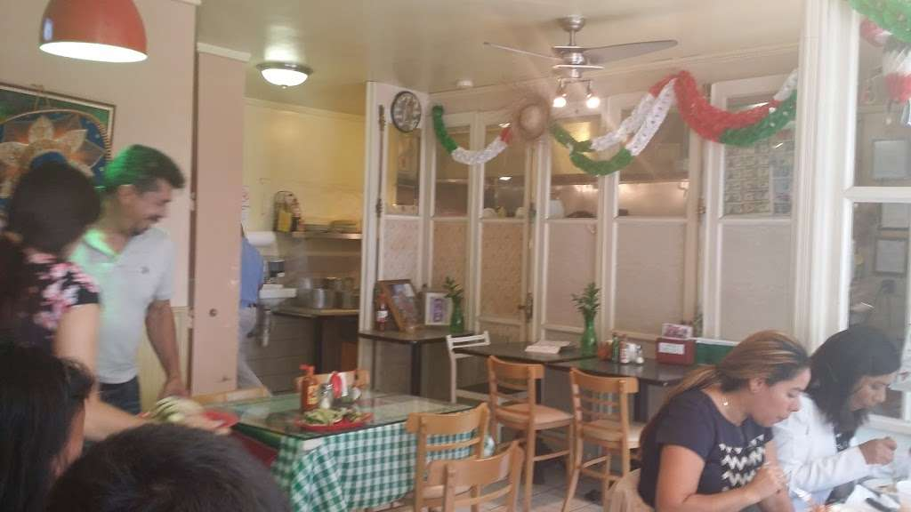 Vista Hermosa - restaurant    Photo 10 of 10   Address: 35 Ridgefield Ave, Ridgefield Park, NJ 07660, USA   Phone: (201) 373-9463