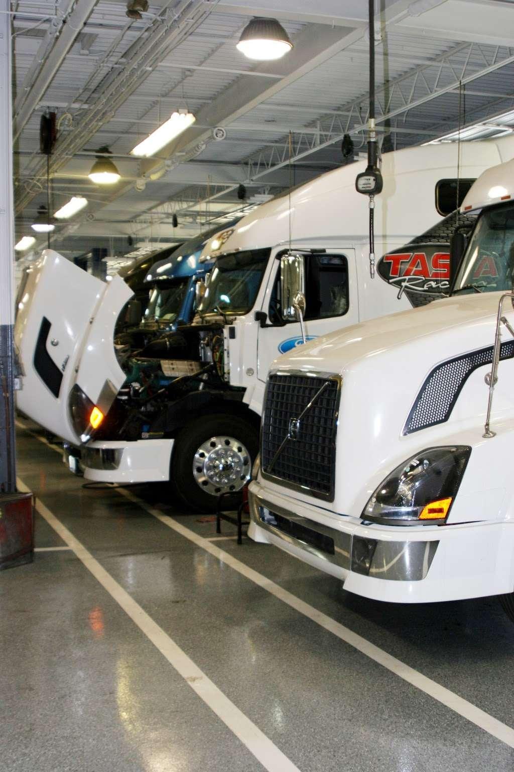 Advantage Truck Center - car repair  | Photo 10 of 10 | Address: 3880 Jeff Adams Dr, Charlotte, NC 28206, USA | Phone: (704) 597-0551