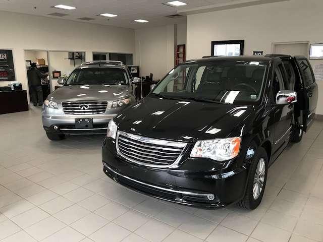 Villa Marin Autoworld Inc - car dealer  | Photo 5 of 10 | Address: 2699 Richmond Terrace, Staten Island, NY 10303, USA | Phone: (718) 442-1155