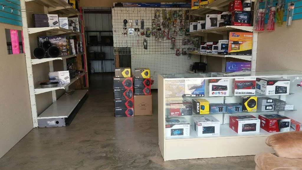 S.S. Car Audio 2 - store  | Photo 4 of 8 | Address: 107 E Marlin St, Willis, TX 77378, USA | Phone: (832) 480-1344