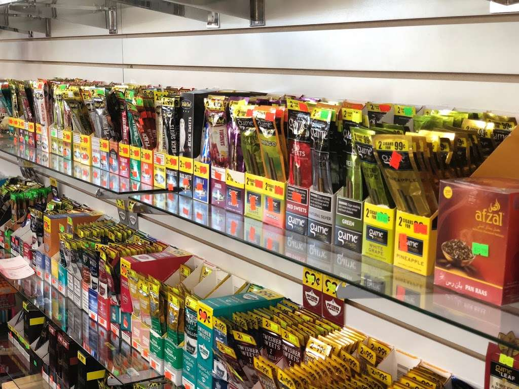 Devon C Store - convenience store  | Photo 1 of 10 | Address: 2144 W Devon Ave, Chicago, IL 60659, USA | Phone: (773) 654-3792