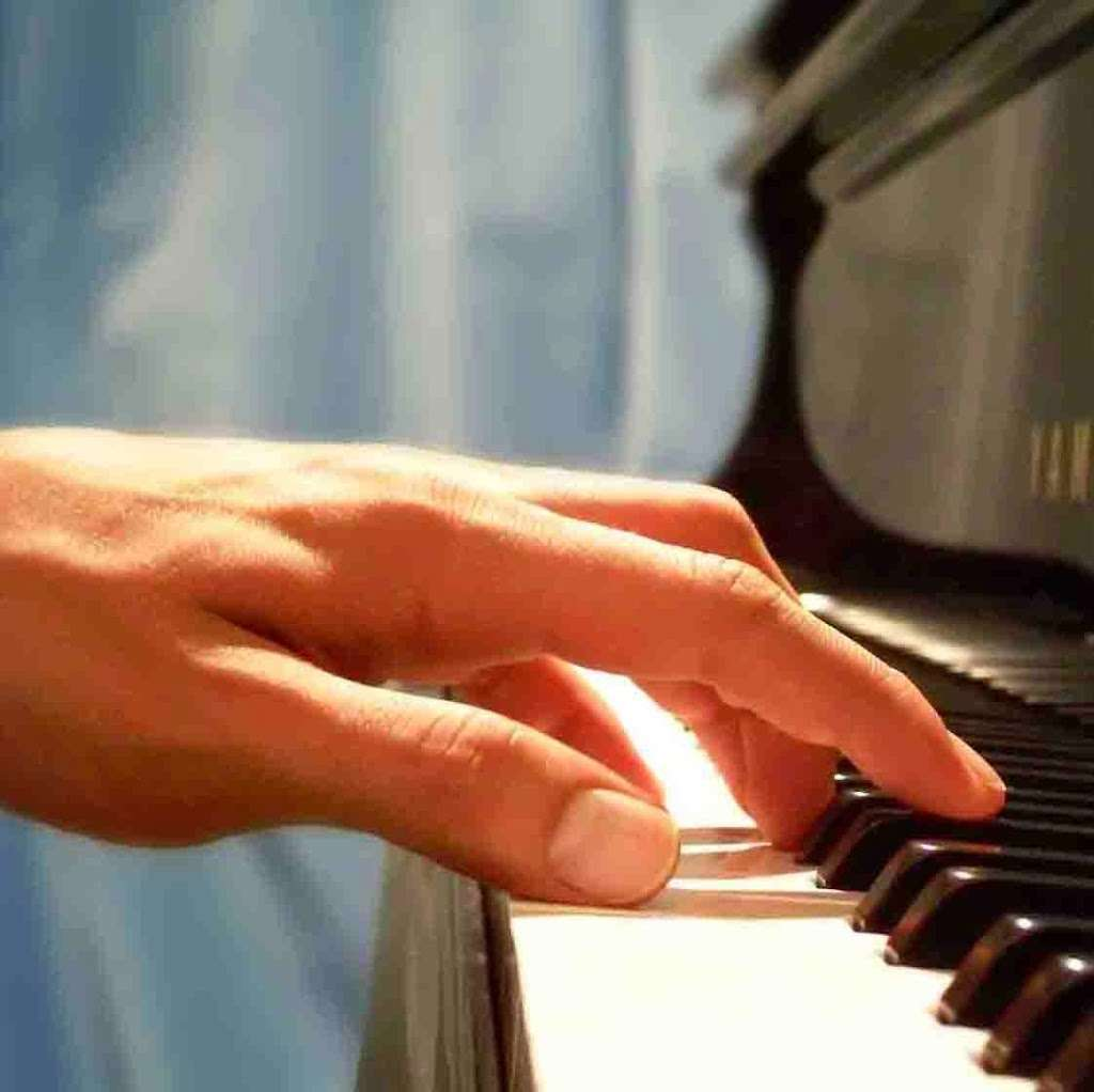 Piano Studio - electronics store  | Photo 1 of 1 | Address: New York, NY 10033, USA | Phone: (646) 450-3030