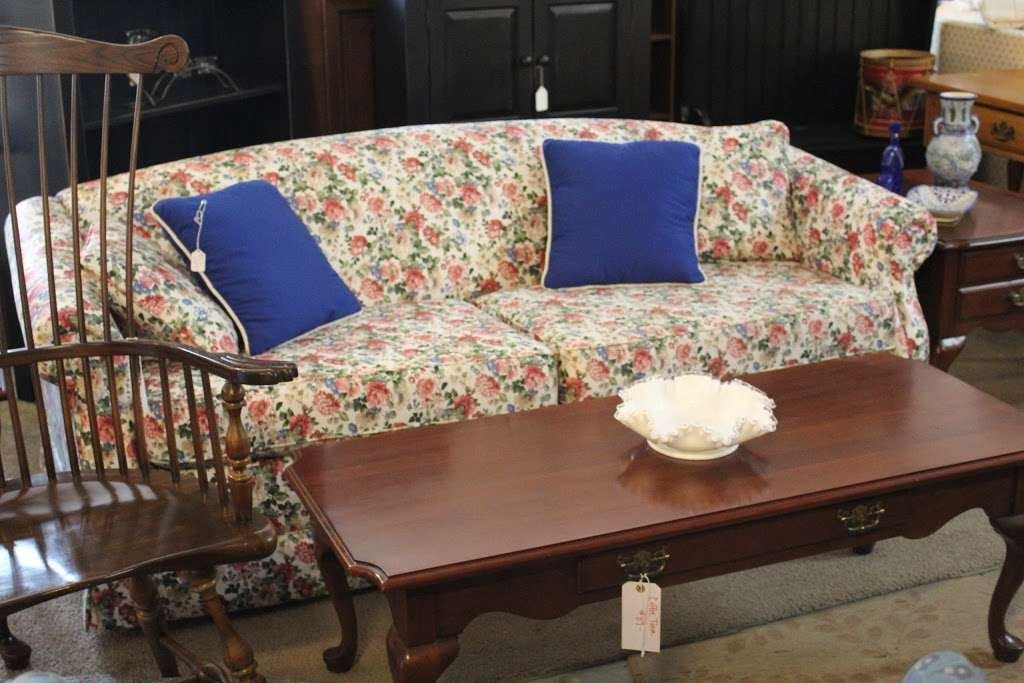 Harry's Fine Used Furniture & Accessories - furniture store  | Photo 5 of 10 | Address: 1910, 11 Graybill Rd, Leola, PA 17540, USA | Phone: (717) 656-2436