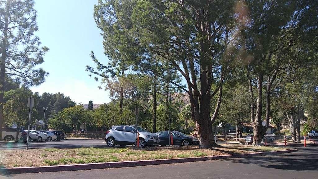 Robert Frost Middle School - school  | Photo 5 of 10 | Address: 12314 Bradford Pl, Granada Hills, CA 91344, USA | Phone: (818) 832-6900
