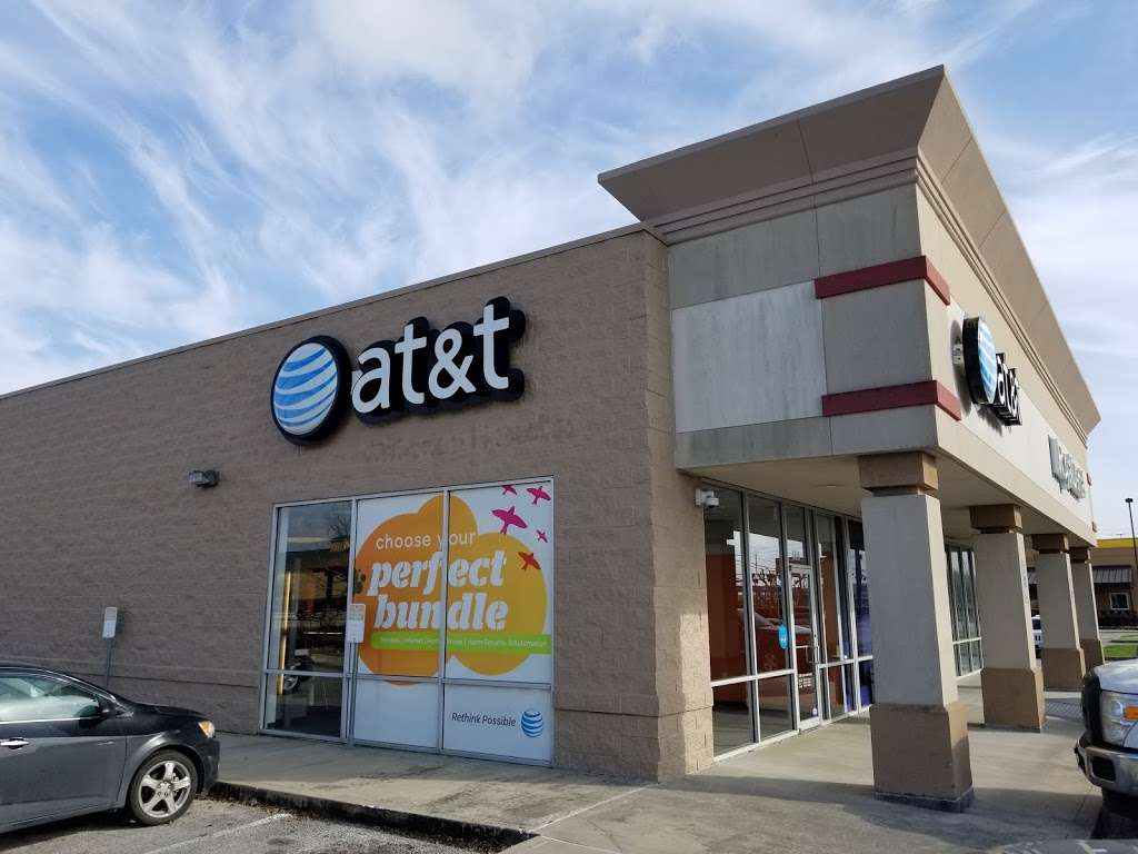 AT&T Store - electronics store  | Photo 3 of 10 | Address: 6646 Garth Rd, Baytown, TX 77521, USA | Phone: (281) 421-1900