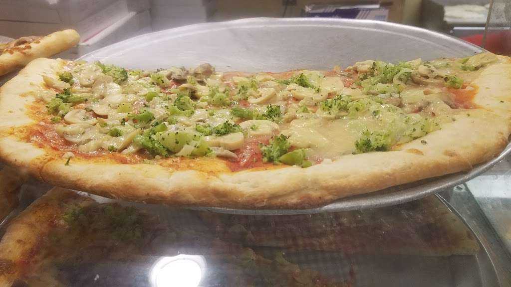 Shimons Kosher Pizza - restaurant  | Photo 6 of 10 | Address: 7124 Main St, Flushing, NY 11367, USA | Phone: (718) 793-1491
