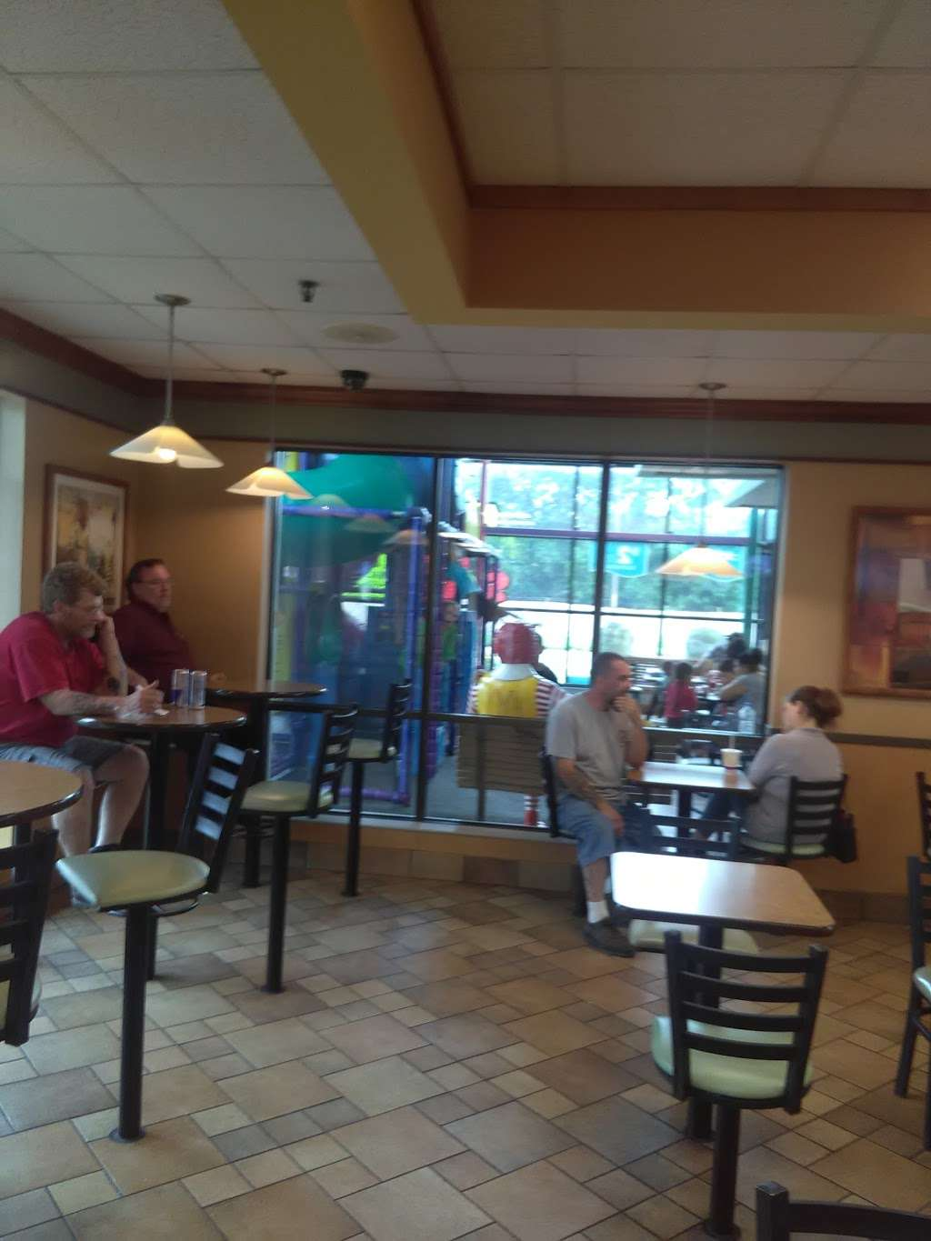 McDonalds - cafe  | Photo 9 of 10 | Address: 3021 Southeastern Ave, Indianapolis, IN 46203, USA | Phone: (317) 631-3484