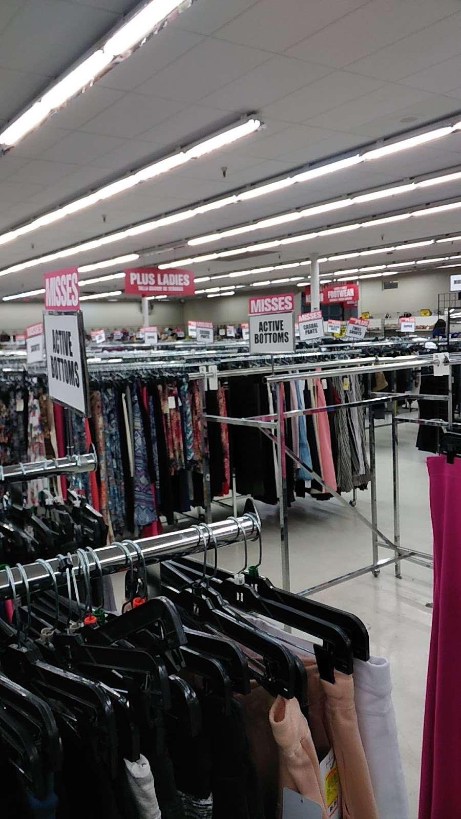 Forman Mills - clothing store  | Photo 1 of 10 | Address: 1140 Hurffville Rd, Woodbury, NJ 08096, USA | Phone: (856) 812-4894